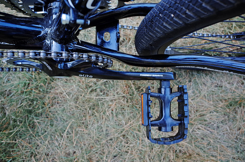Curved chainstays allow clearance for wide tires and narrower road cranks.